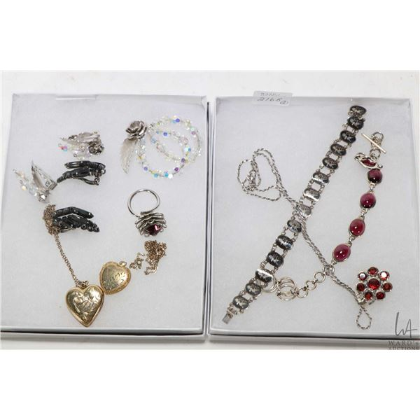 Selection of jewellery including sterling silver neck chain with gemstone pendant, sterling silver S
