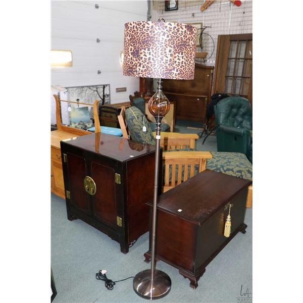 Modern floor lamp with leopard skin motif shade
