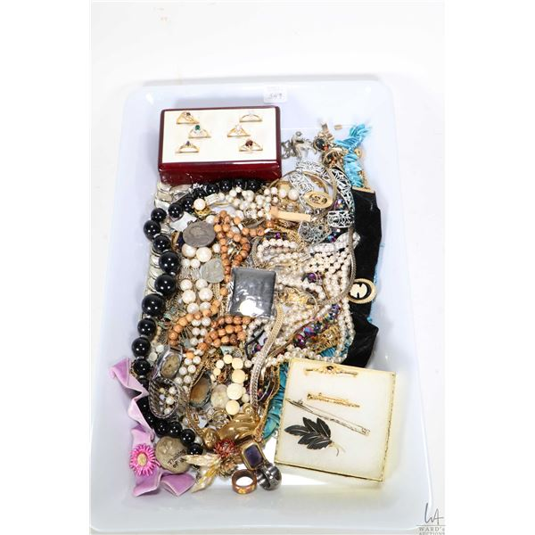 Tray lot of vintage and collectible jewellery including necklaces, brooches, earrings, gold filled r
