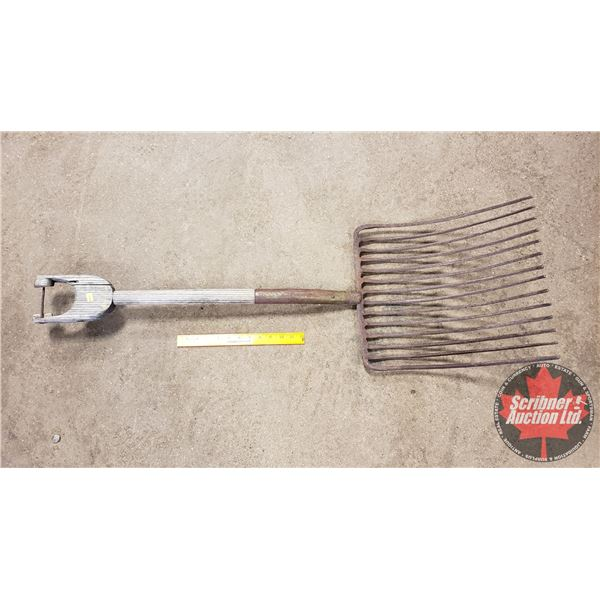 """Hay Fork - Cast Iron Spoke (14 Tines) Wood Handle (45""""H)"""
