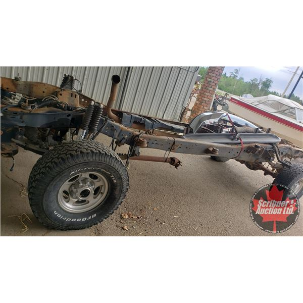 Bank Repo: CHASIS ONLY 2003 F250 Crew Cab Super Duty Frame & Differentials, Bumpers & Rims (AS IS) P
