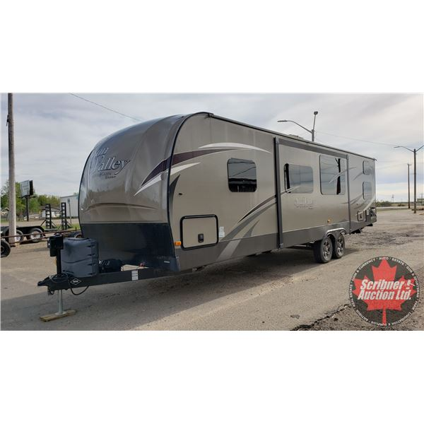 Bank Repo: 2014 Sun Valley by Evergreen Bumper Pull Holiday Trailer (2 Slides) Model S299DBH