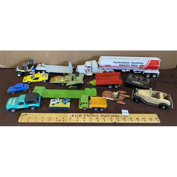 LOT OF 13 ASSORTED TOY VEHICLES