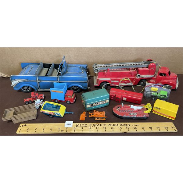 LARGE LOT OF ASORTED TOY VEHICLES