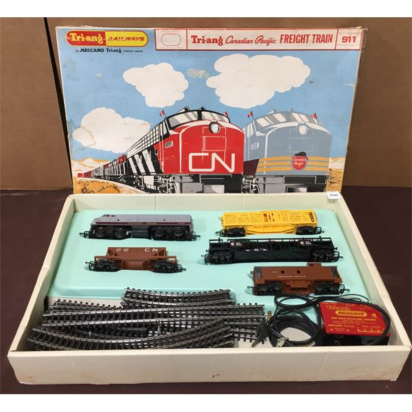 TRI-ANG - CANADIAN PACIFIC ELECTRIC FREIGHT TRAIN IN ORIG BOX
