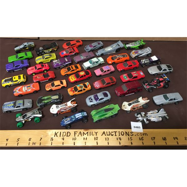 LARGE LOT OF 1/64 SCALE VEHICLES