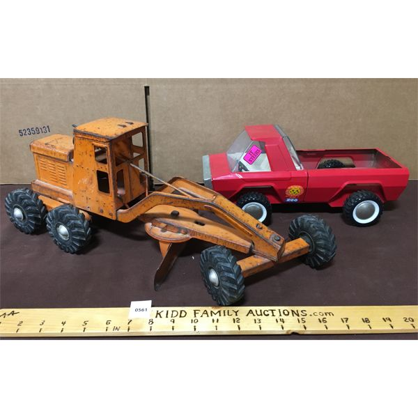 LOT OF 2 - LINCOLN TOYS GRADER AND BUDDY L ZOO