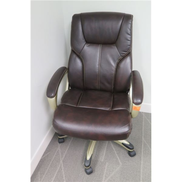 Rolling Executive Office Arm Chair