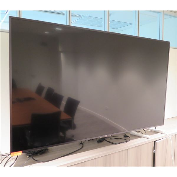 Sony Flat Screen TV - DOES NOT POWER ON (NEEDS REPAIR - does not include brackets and mounting arm s