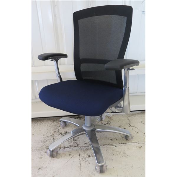 Knoll Inc. Black Mesh Rolling Executive Office Arm Chair w/ Blue Seat Cushion