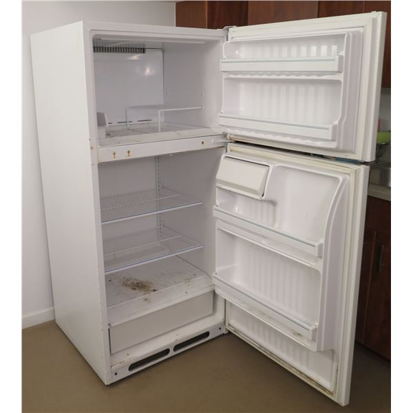 General Electric Hotpoint Refrigerator w/ Top Freezer Model CTX18CAXFRWN