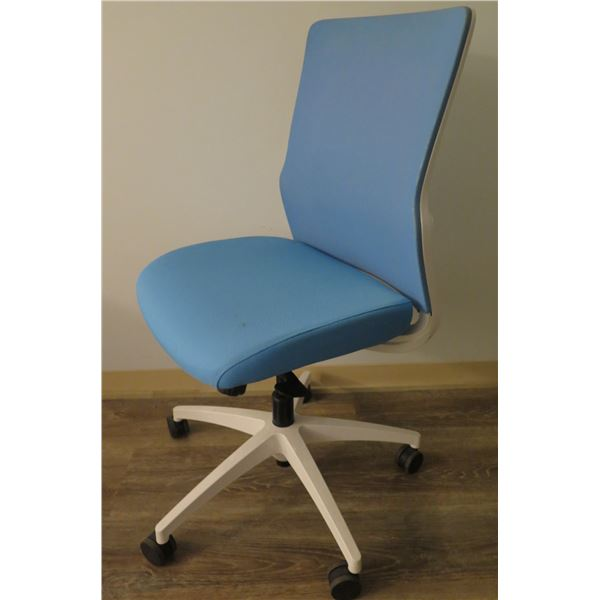 SitOnIt Seating Blue Rolling Office Chair w/ NovoMid Back