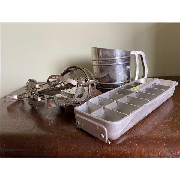 5 vintage kitchen items