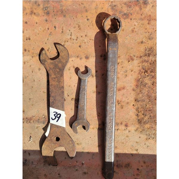 Massey Harris (2) - 1 Ford wrench