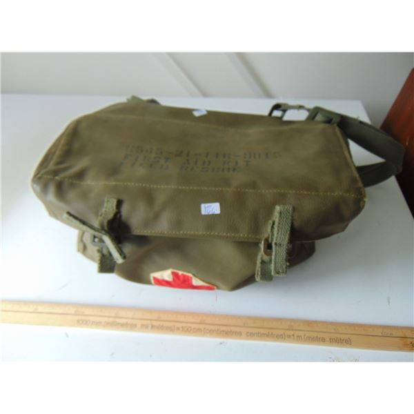 1972 MILITARY FIELD RESCUE EMPTY FIRST AID SACHEL