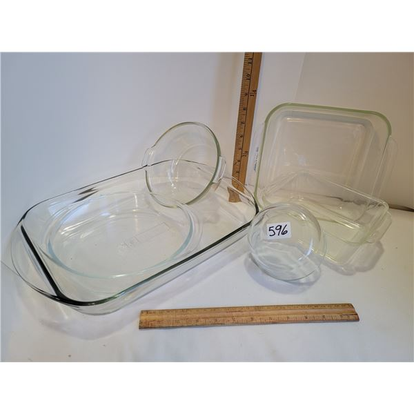 Group of 6 clear Pyrex, Fire King & Anchor oven and Bakeware.