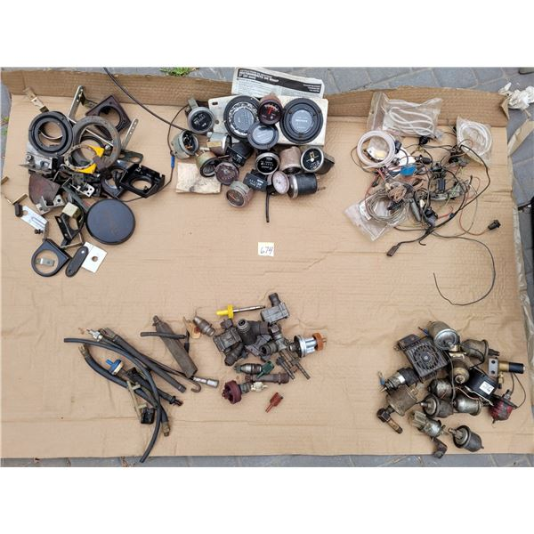 Large lot of Auto gages, brackets, mounting plates, wire, dash bulbs & sockets, controls & pots, spe