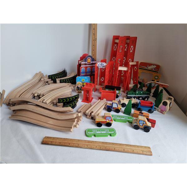 Toys R Us wooden train set & accessories. C/W large set of wood tracks & plastic bridge parts etc.
