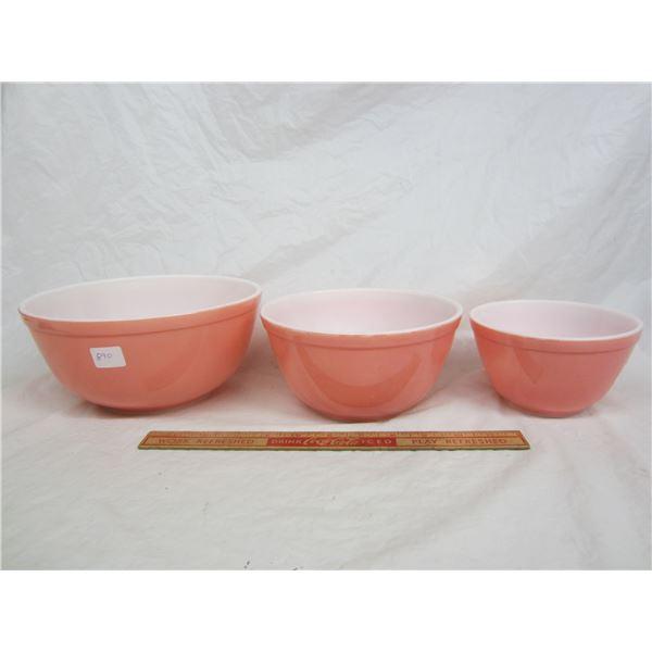 Set of 3 Matching Pink Pyrex Mixing Bowls