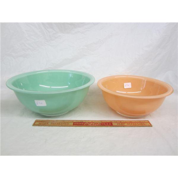 Lot of 2 Pyrex Nesting Bowls