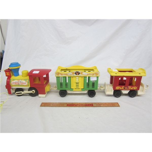 Vintage Fisher Price 3 piece Train Set pull toy