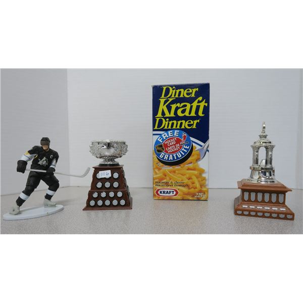 3X NHL/Hockey Plastic Figures and Kraft Dinner Box with Card