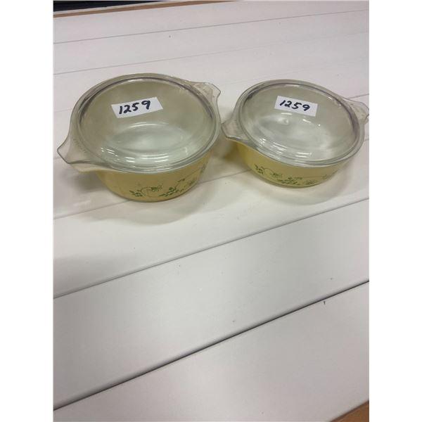 """2 Pyrex bowls & lids 6"""" across"""