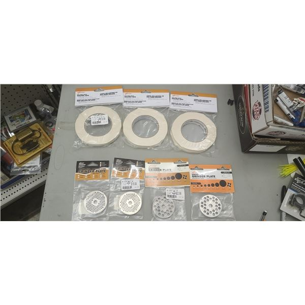 WESTON GRINDER PLATES: 3MM QTY X 2, 7MM QTY X 2 PLUS PVC BAG NECK SEALING TAPE. RETAIL VALUE $146