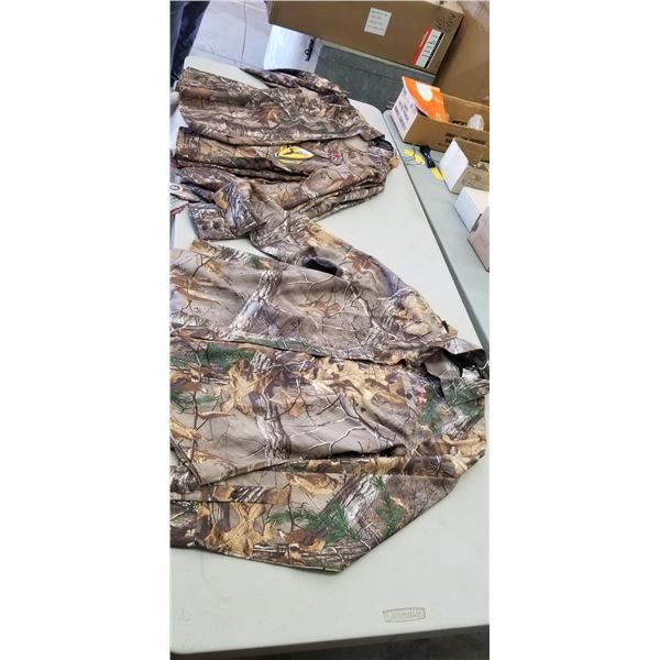 LADIES LONG SLEEVE LARGE, QTY X 6, RETAIL VALUE $460