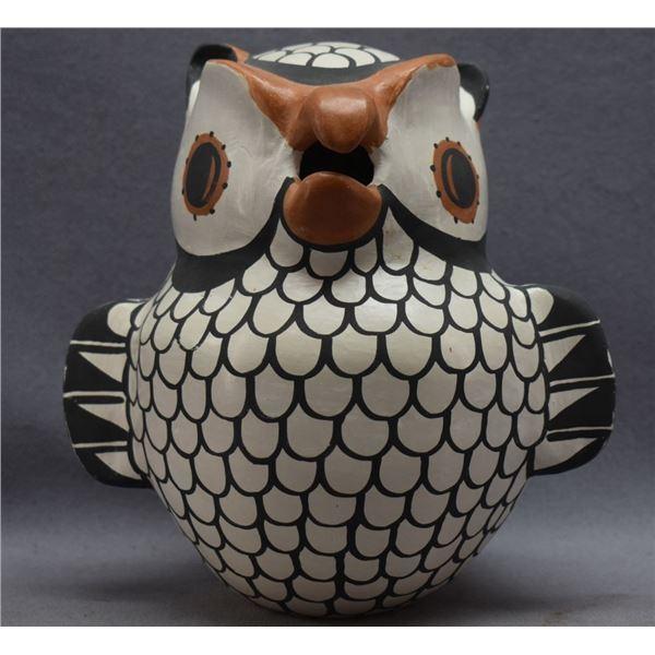 ACOMA INDIAN POTTERY OWL ( HILDA ANTONIO)