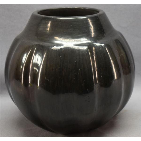SANTA CLARA INDIAN POTTERY JAR (LULA TAPIA)