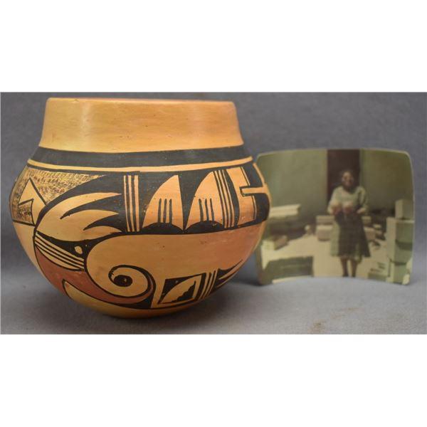 HOPI INDIAN POTTERY JAR (THERESA HARVEY)