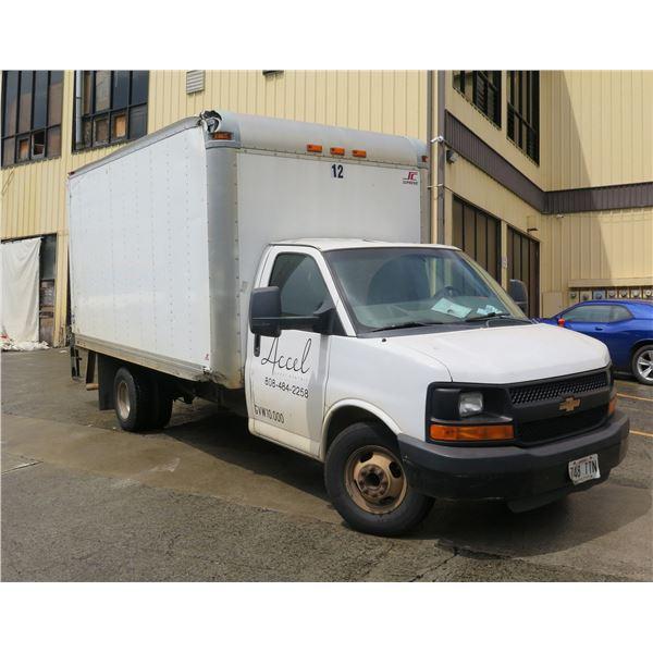 Chevrolet 2010 Dually Cargo Box Truck w/ Lift Gate 10,000 GVW, 189310 Miles
