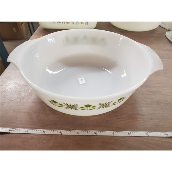 """Green meadow vintage anchor hocking round 1.5 quart 8.5"""" diameter and 3"""" deep"""