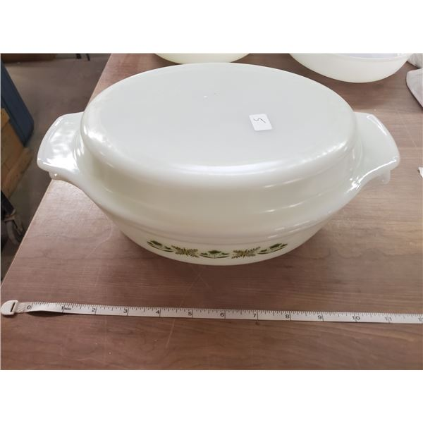 Green meadow vintage Anchor Hocking oval 1.5 qt.