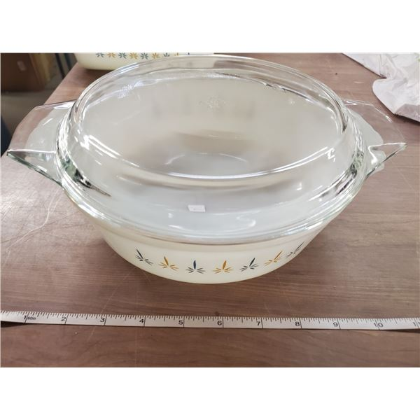 Vintage Anchor Hocking 1.5 qt. casserole dish with lid