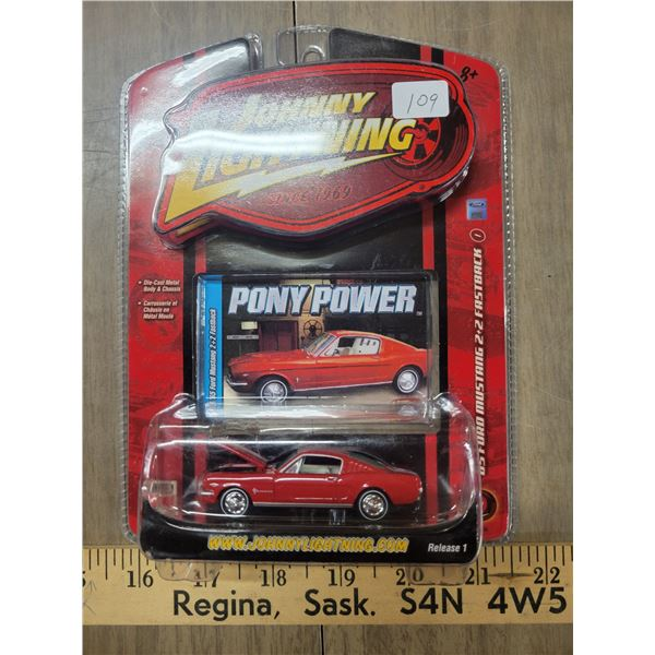 Johnny Lightning 1965 Ford Mustang fast pack