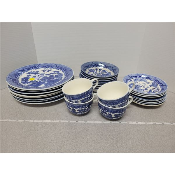 8 piece Blue Willow dish set (only four cups) Japan