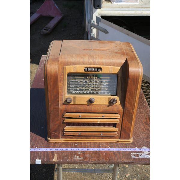 Vintage Wooden Tabletop Radio [Rogers] Short Wave