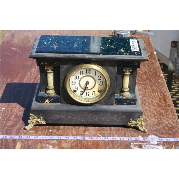 Vintage Mantle Clock w/ Key+Pendulum
