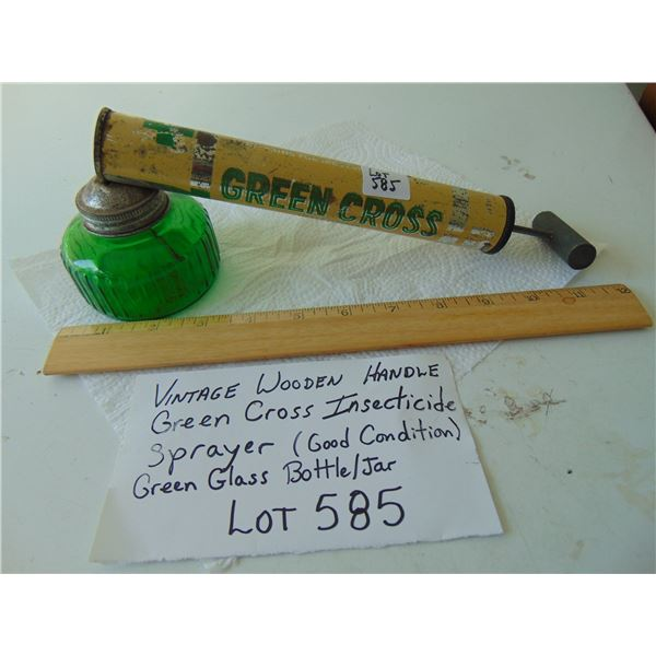 585 VINTAGE WOODEN HANDLE WORKING GREEN CROSS INSECTICIDE SPRAYER WITH GREEN JAR