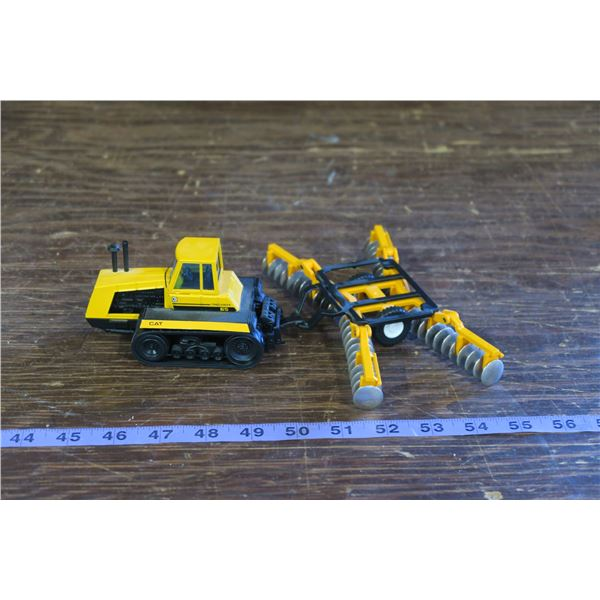 Cat Challenger 65 and Discer Toy