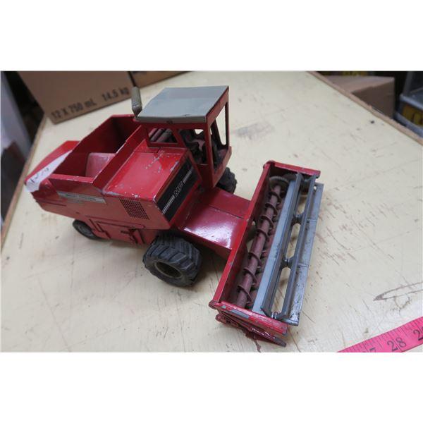 "Massey Ferguson MF 860 Toy Metal Tractor - 15"""