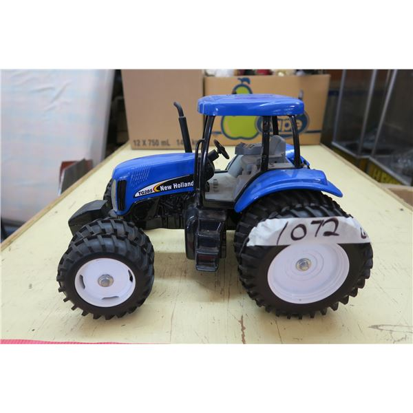"""TG 285 New Holand Tractor Toy - Metal/Rubber/Plastic - 14""""x10""""X8"""""""