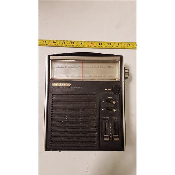 Vintage Lloyd's AM/FM Radio