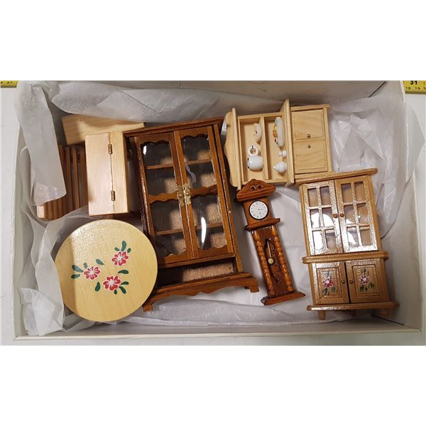 Lot of Wood Doll Furniture (7 Pieces)