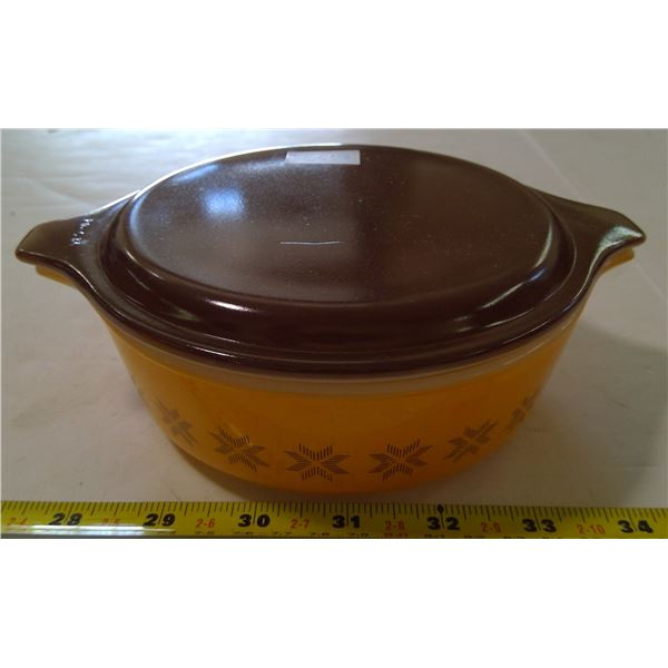 PYREX Casserole #471, 1 Pint, Town and Country Pattern, 1963-67