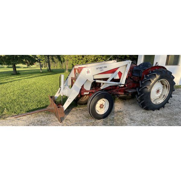 INT 434 TRACTOR W/ LOADER