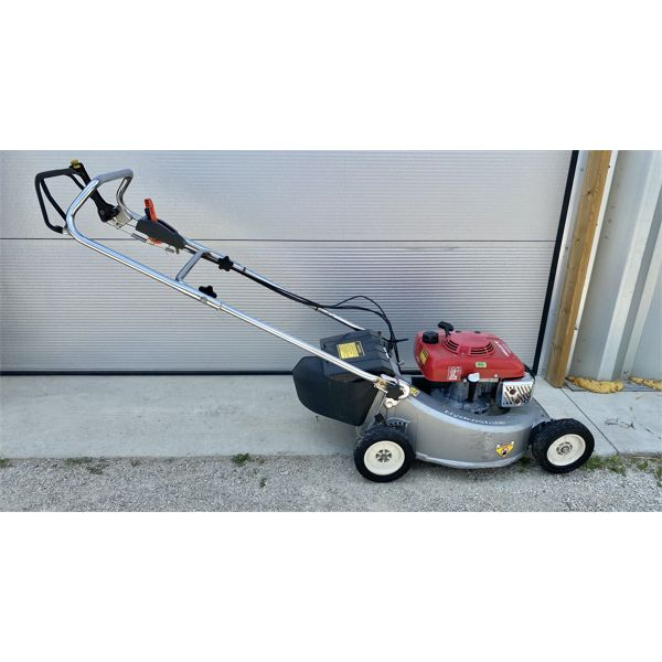 HONDA HR21 PUSH MOWER - APPEARS IN GOOD CONDITION.