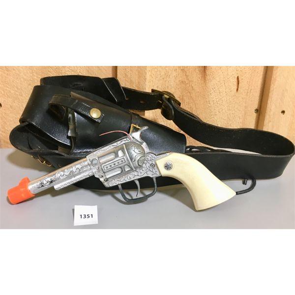 VINTAGE CAP GUN W/ LEATHER HOLSTER